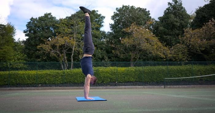 handstand teacher personal trainer calisthenics street workout leeds gym instructor